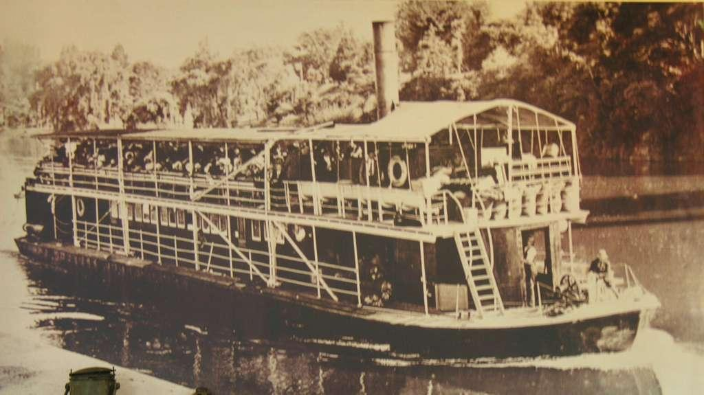 The Original Paddle Wheeler